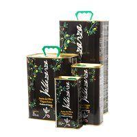 Conjunto de latas de aceite de oliva virgen extra, producto de la Finca Valdezarza.